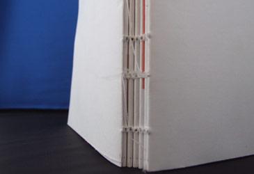 Exemple d'enquadernació cosida